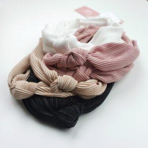 neljä eri väristä solmupantaa vekkikankaasta